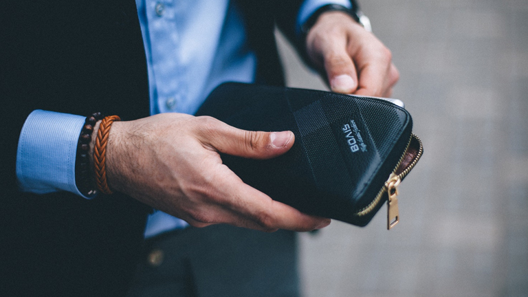スーツ メンズ財布 ブランド ビジネスシーン 30代男性