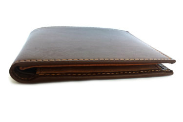 軽くて薄い!荷物が多い時に重宝する財布(メンズ)