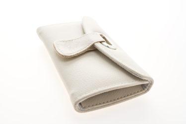 ホワイトのメンズ向けの財布・おすすめ5選