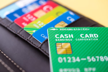 デザインも機能性も抜群な財布!メンズのカード入れが多い財布ブランド